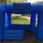 tenda inflável azul