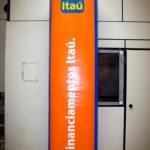 totem-inflável-financiamentos itaú